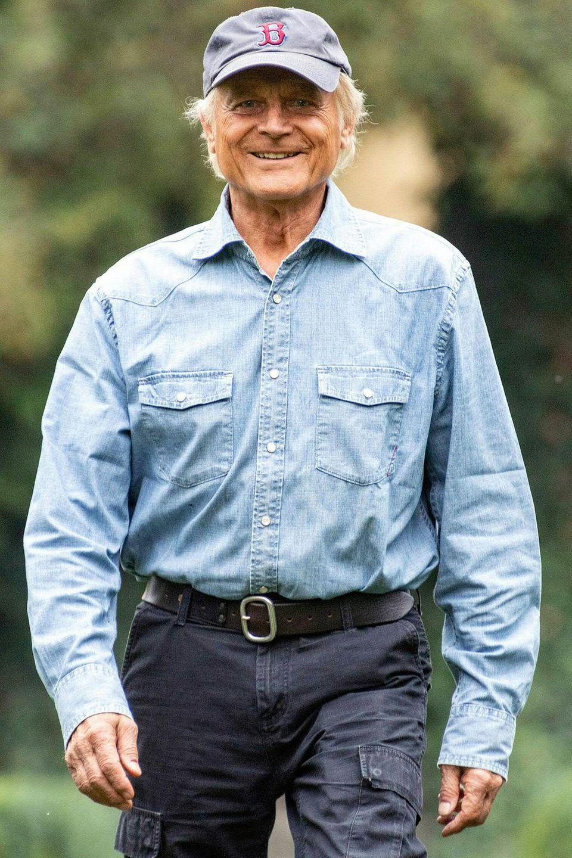 """Doch Terence Hill kann auch solo etliche Erfolge verbuchen. Seine wahrscheinlich bekannteste Rolle spielter 1973 in """"Mein Name ist Nobody"""". 2018 ist er in seinem Film """"Mein Name ist Somebody"""" nicht nur in der Hauptrolle eines Aussteigers zu sehen, er schreibtauch das Drehbuch und übernimmt die Regie. Den Film widmet er seinem geliebten Kollegen Bud Spencer, der 2016 verstorben ist. Mario Girotti, wie Terence Hill übrigens bürgerlich heißt, ist auch ein leidenschaftlicher Motorradfahrer undbesitzt mehrereMaschinen."""