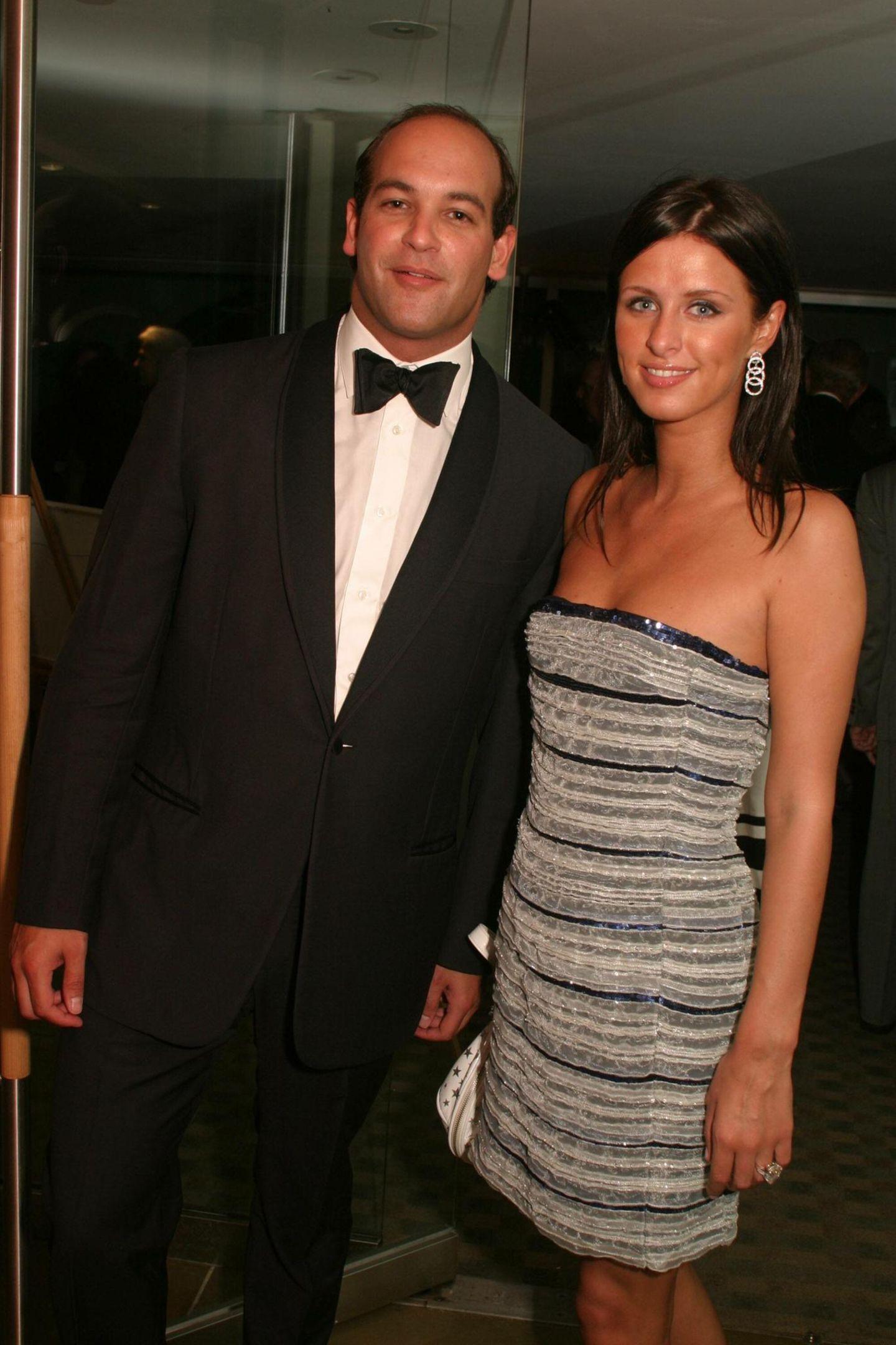 Nicky Hilton + Todd Meister: 2 Monate  2004 tritt Hotelerbin Nicky Hilton mit Geschäftsmann ToddMeisterin Las Vegas vor den Traualtar. Nach zwei Monaten annullieren die beiden ihre Ehe und geben an, die Fernbeziehung sei schuld am Liebes-Aus.