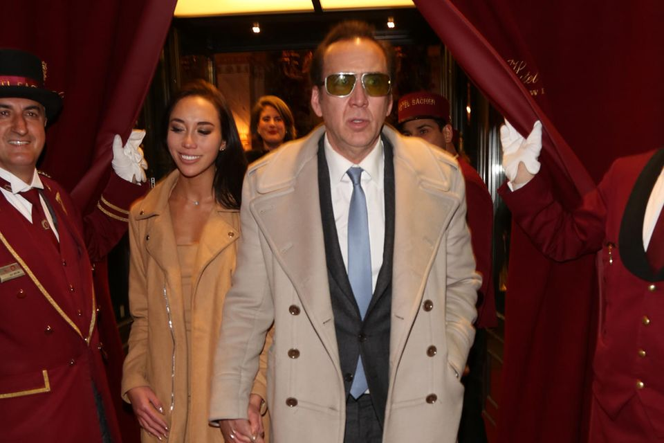 """Nicolas Cage + Erika Koike: 4 Tage  Nicolas Cage heiratet zum vierten Mal. Doch die Ehe mit Erika Koike lässt der """"Leaving Las Vegas""""-Schauspieler nur vier Tage später annullieren."""