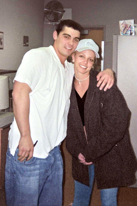 Britney Spears + Jason Alexander: 55 Stunden  Britney Spears bricht mit ihrer Kurz-Ehe alle Rekorde: 2004 heiratet Britney Spears ihren Jugendfreund Jason Alexander in Las Vegas. Nur 55 Stunden später annulliert die 22-jährige Sängerin die Ehe wieder. In den Papieren dazu steht, dass sie nicht in der Lage gewesen sei, ihre Handlung zu verstehen.