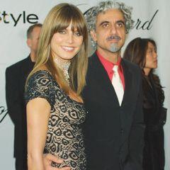 1997 tauscht Heidi Klum erstmals Ringe auf. Nämlich mit dem Starfriseur Ric Pipino. Fünf Jahre lang zeigen sich die zwei glücklich miteinander. 2002 folgt allerdings die Trennung, ein Jahr später die Scheidung.