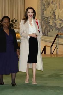 Schwarz, weiß, beige - Angelina Jolie hält sich farblich stets zurück. Ihre Looks sind immer sehr zurückhaltend.