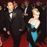 Als erstes heiratet Nicolas Cage die Schauspielerin Patricia Arquette. Von 1995 bis 2001 flanieren sie als Ehepaar über viele rote Teppiche.