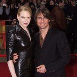 """Am Set zu """"Tages des Donners"""" lernt Tom Cruise Nicole Kidman kennen. Die zwei beginnen eine Affäre miteinander, doch Tom muss erst geschieden werden, bevor er die Blondine nur wenig später - an Heilig Abend 1990 - heiraten kann."""