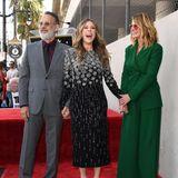 29. März 2019  Julia Roberts' gute Freundin und Ehefrau von Tom Hanks, Rita Wilson ist begeistert über ihren Stern auf dem Walk of Fame. Das wurde aber auch Zeit, schließlich hat Tom seinen schon seit 1992. Julia allerdings gehört zu der Gruppe von Superstars, die immer noch nicht auf dem Hollywood Boulevard verewigt sind.
