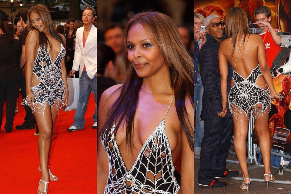 Samantha Mumba trägt das mit Diamanten besetzte Kleid zu einer Premiere in London.