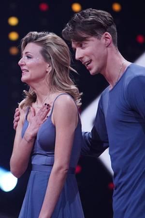 """Ella Endlich und Valentin Lusin tanzen bei """"Let's Dance"""" einenContemporary zum Song""""Running Up That Hill"""" von Kate Bush"""