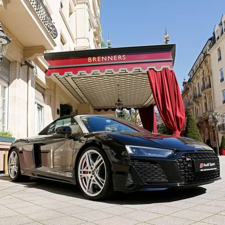 Mit dem exklusiven Shuttle-Service von Audi werden die Stars direkt bis vors Brenners Park-Hotel & Spa gefahren.