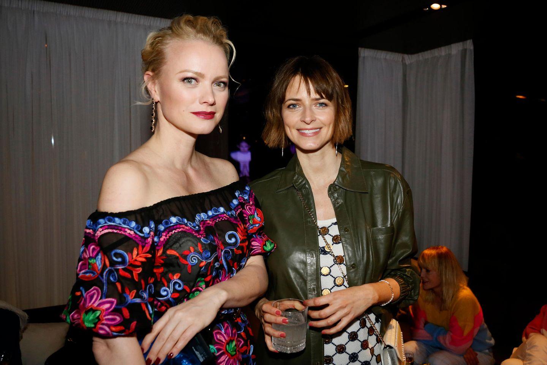 Party time! Im Hotel Roomers Baden Badenbringen sich die Topmodel-Kolleginnen Franziska Knuppe und Eva Padberg beim Cocktail Prolongé schon mal in die richtige Feierstimmung.