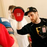 Beim Box-Training mit Europameister-Coach Björn Schulz kommen die Teilnehmer ins Schwitzen.