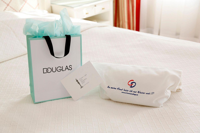 ... Douglas/ KORA Organics und CD (Lornamead).  Dankeschön und bis zum nächsten Jahr!