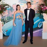 Prinz Christian von Hannover kommt mit seiner Alessandra. Die Prinzessin trägt eine hellblaue Robe mit floraler Stickerei von Carolina Herrera.