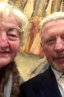 Boris Becker ist zwar kein Engländer, wohnt aber in London undfeiert demnachauch den britischen Muttertag. Das aber wiederum bei Mama Elvira zuhause.