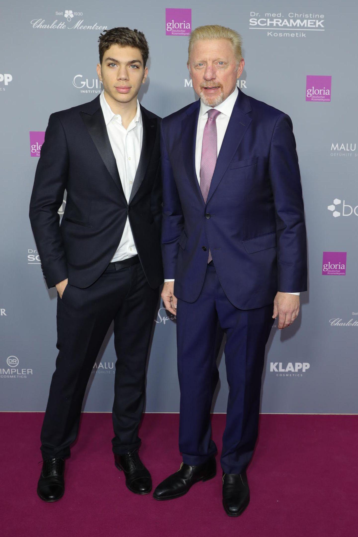 31. März 2019  Wie der Papa so der Sohn: Stolz präsentiert sich Boris Becker zusammen mit seinem zweitältesten Sohn Elias auf dem roten Teppich in Düsseldorf.Dabei fällt auf: Es fehlt nicht mehr viel, bis Elias seinen Papa überragt.