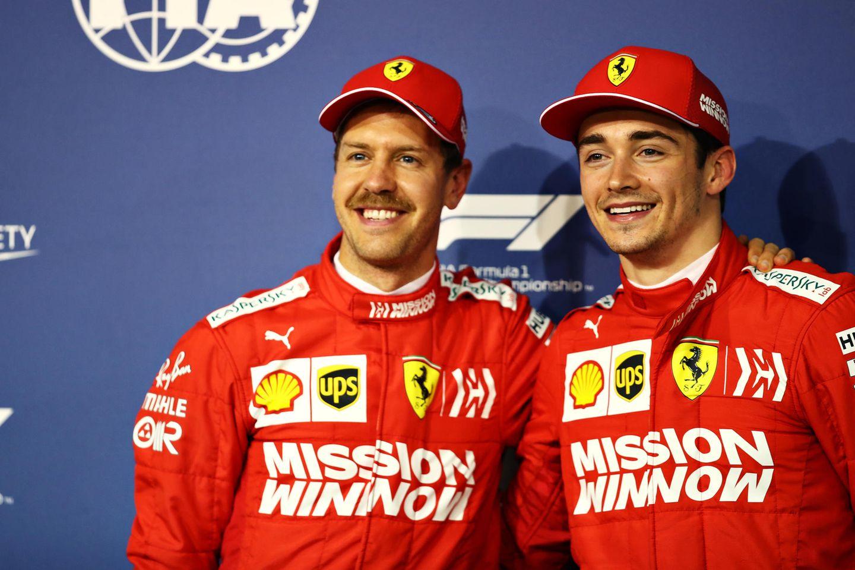 Sebastian Vettel und Charles Leclerc zeigen sich, trotz kleiner Pannen während des Rennens, glücklich und zufrieden. Sebastian Vettel belegt den fünften Platz, sein 21-jähriger Kollegewird nach ValtteriBottas Dritter.