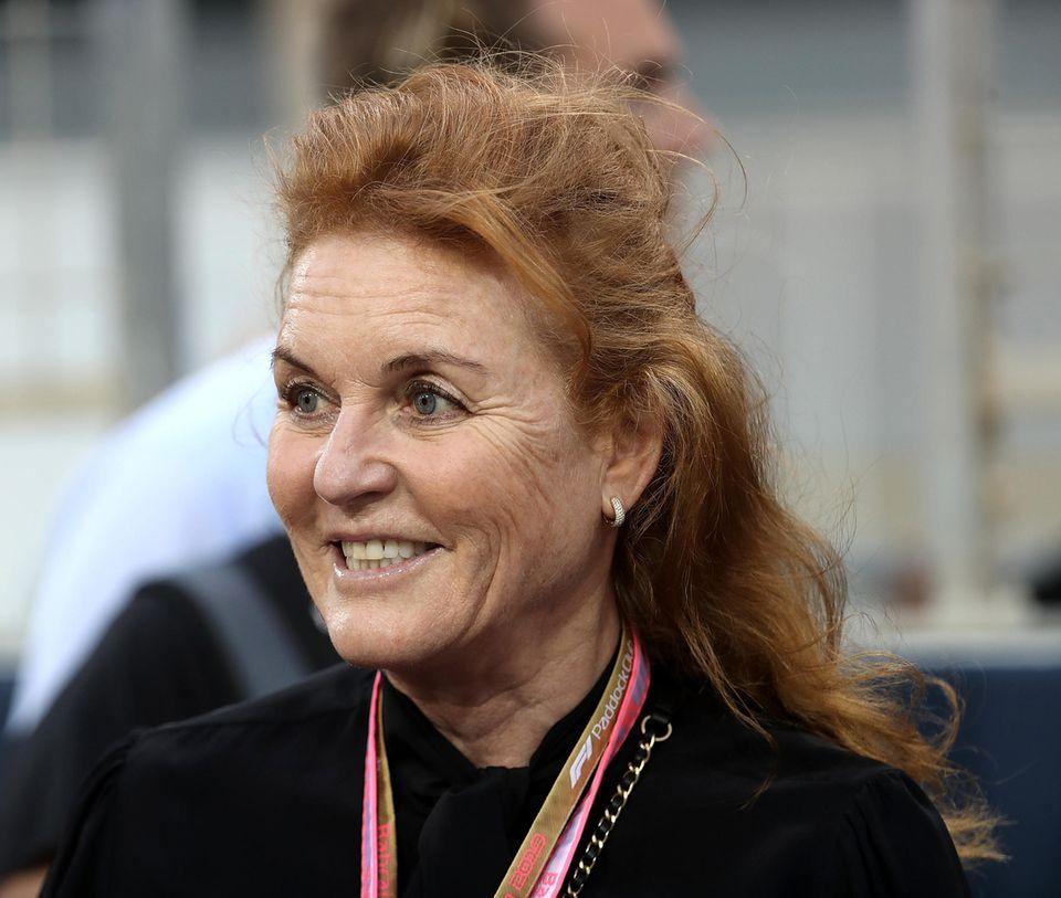 Auch Sarah Ferguson, Prinz Andrews Ex-Frau, war beim großen Rennen vonBahrain dabei. Sie wurde begleitet von ...
