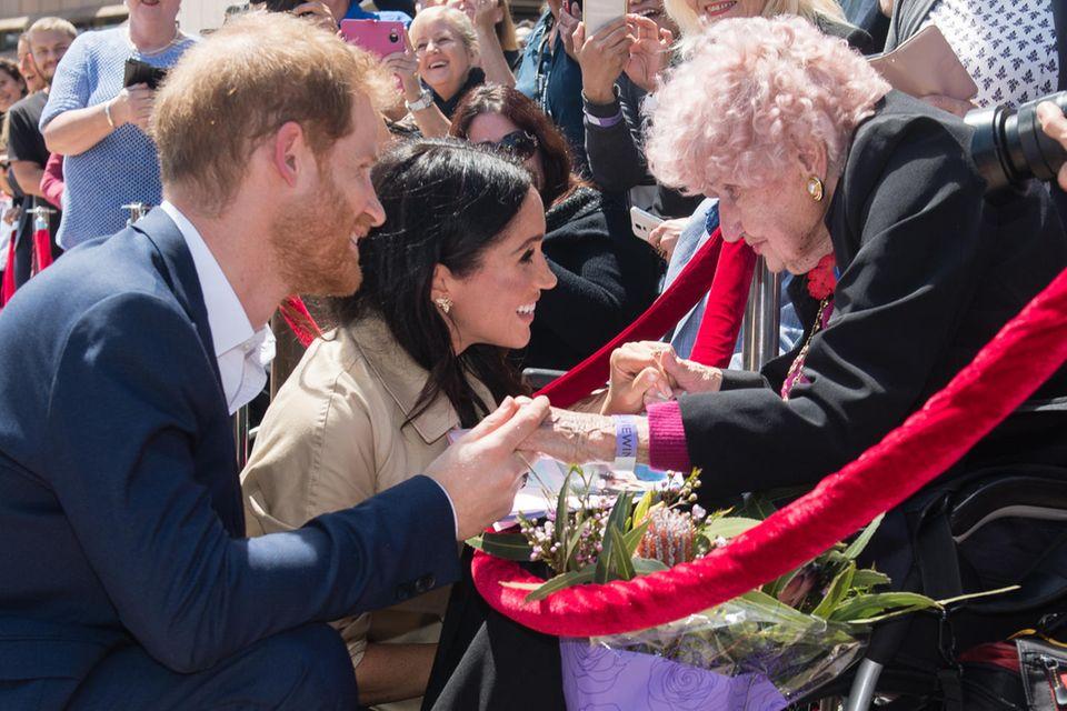Prinz Harry, Herzogin Meghan, Daphne Dunne (†)
