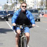 Arnold Schwarzenegger hat nicht nur dicke Muskeln, sondern auch dicke Reifen.Das sieht bei der Bike-Tour durch Venice auch gleich viel cooler aus.