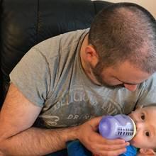 Simon Harris setzt sich per Facebook für stillende Mütter in der Öffentlichkeit ein.