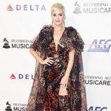 Ihreextravagante Garderobe zeichnet Katy Perry auch in 2019 noch aus. Allerdings sind ihre Kleider nun viel edler, oft trägt sie Haute Couture.