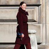 Zehn Jahre später kleidet sich Prinzessin Victoria noch immer farbenfroh. Doch die Töne in ihrem Kleiderschrank variieren. Ob burgunder, rosé oder smaragd - die royale Schönheit probiert sich aus.