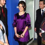 2009 liebt Prinzessin Victoria vor allem eins: die Farbe Lila. Egal, wo sie auftaucht, sie trägt definitiv einen Look in dem Ton.