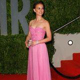 """Extrem mädchenhaft zieht sich Natalie Portman in 2009 für die Oscars-Party der """"Vanity Fair"""" an."""