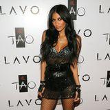 """Als """"Pussycat Doll"""" muss sich Nicole Scherzinger danach richten, wie sich ihreBand anzieht und welchen Look ihr die Plattenfirma vorschreibt. So entstehen damals Outfits, die einen leicht """"preiswerten"""" Touch haben."""