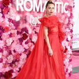 Miley Cyrus durchlebt einige crazy Jahre, bevor sie in 2019 wieder zu ihrer romantischen Ader zurückkehrt. Trotzdem steht sie noch immer auf viel Extravaganz und fällt stets auf.