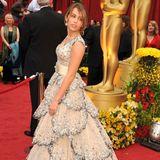 Als Disneystar bedient Miley Cyrus natürlich lange das Klischee der Prinzessin. Dazu gehören auch Ballkleider mit romantisch verspielten Akzenten.