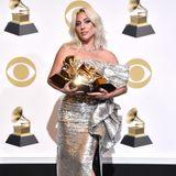 Für Hingucker sorgt Lady Gaga bis heute. Ihr Style ist jedoch viel eleganter, ihr Make-up-Look wesentlich natürlicher.