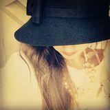 Sarah Lombardi  Wer versteckt sich denn hinter diesem großen Hut? Sarah Lombardis erste Instagram-Anfänge vom 23. August 2014lassen sich als schüchtern beschreiben. Heute gibt uns die Sängerin via Instagram viele spannende und intime Einblicke in ihr Leben.