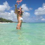 Heidi Klum  Am 4. Juli 2013 begrüßtTopmodel Heidi Klumihre Fans mitUS-Flaggen und im Bikini – und sahnt dafür 24.900 Likes ab.