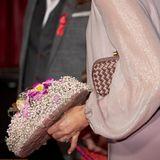 Prinzessin Mary trägt die Bottega Veneta Knot Clutch (ca. 1.400 Euro). Ein echtes Investment-Piece, das sich perfekt in ihren Look integrieren lässt.