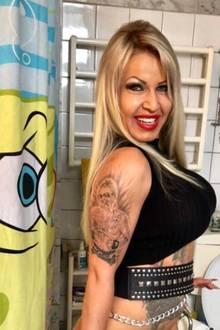 """Auch Ginger hat sich ihren Liebsten als Tattoo stechen lassen: """"Jetzt trage ich dich für immer unter meiner Haut mein Baby"""", schreibt sie zu einem Foto von sich mit Bert Wollersheim auf ihrem Oberarm."""