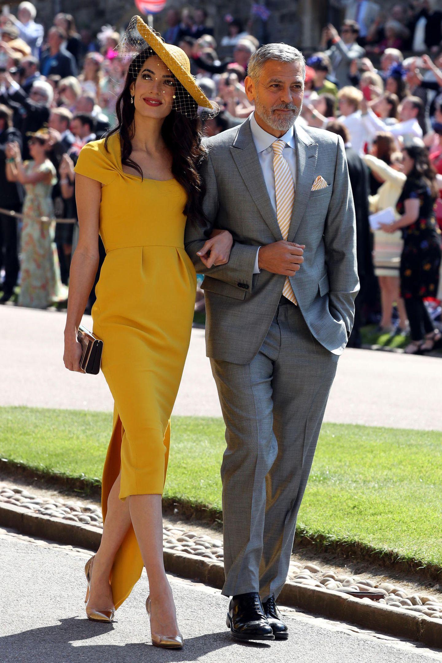 Die Zwillinge von Amal und George Clooney  George und Amal Clooney sind mit dem Herzogspaar von Sussex befreundet. Ihre Zwillinge Alexander und Ella werden etwa zwei Jahre älter sein als das Kind von Meghan und Harry. Gut möglich, dass die drei Kids ein unschlagbares Trio bilden werden.