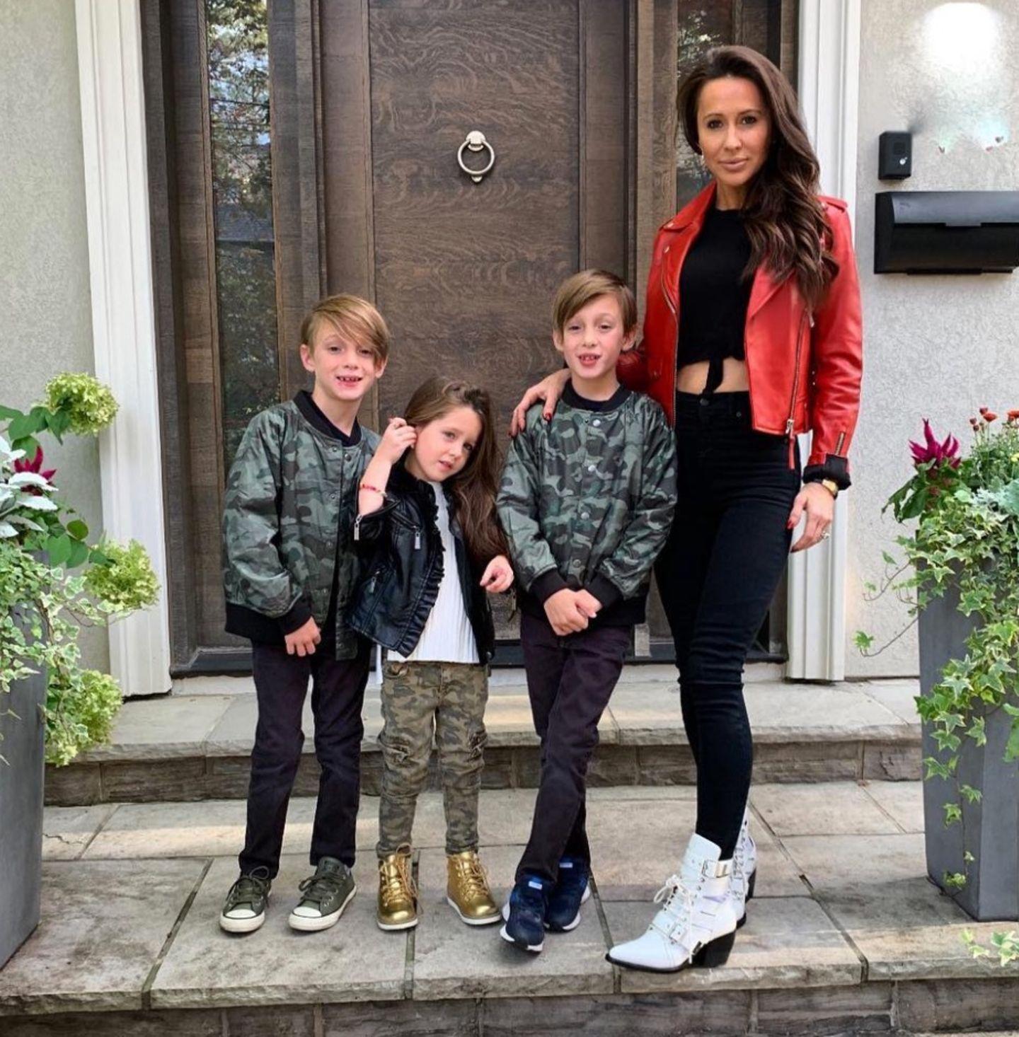 Die Kinder von Jessica Mulroney  Jessica Mulroney ist eine enge Freundin von Herzogin Meghan und hat drei coole Kids. Die Zwillinge John und Brian werden vermutlich schon zu alt sein, um mit Baby Sussex zu spielen. AberIvy freut sich bestimmt schon auf einen jüngeren Spielgefährten, damit sie nicht mehr die Kleinste im Bunde ist.