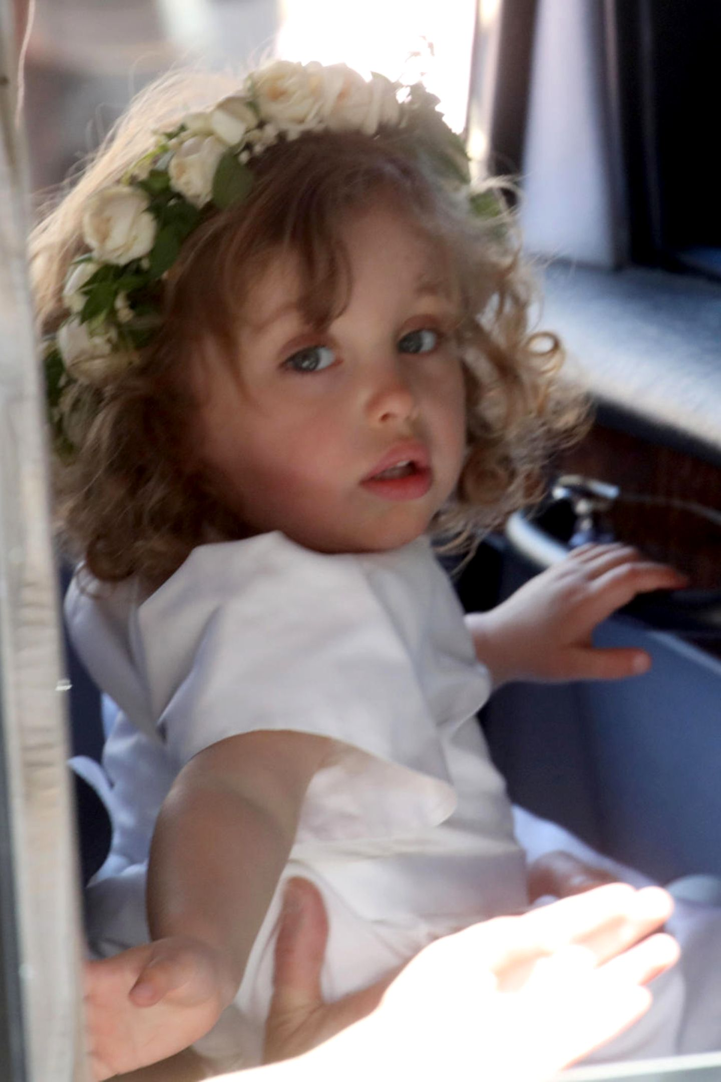Zalie Warren  Zalie Warren ist die süße Tochter von Harrys Freunden Zoe und Jake Warren. Bei der Hochzeit von Harry und Meghan war sie Blumenmädchen. Wird sie bald die kleine Spielkameradin von Baby Sussex?