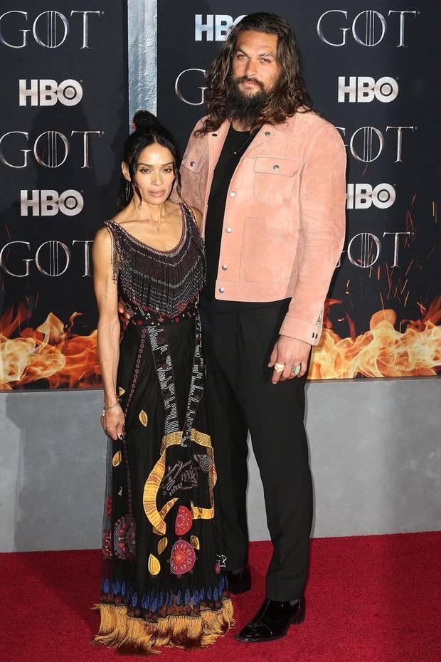 Das Schauspieler-Paar Lisa Bonet und Jason Mamoa trennt zwar 46 cm Körpergröße, doch als Paar harmonieren die beiden auffällig gut. Lisa und Jasonkennen sich bereits seit 2005 und haben zwei gemeinsame Kinder.