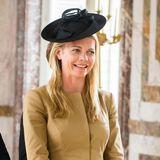 Schlichter Blazer, aufregender Hut - Jemma Wellesley,Gräfin von Mornington, liebt klassische Eleganz mit dem gewissen Etwas.