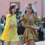 Die Schwestern, Prinzessin Astrid und Prinzessin Maria-Anunciata von und zu Liechtenstein, sind ein unschlagbares Mode-Doppel. Jede hat ihren ganz eigenen Look und dennoch ergänzen sie sich wundervoll.