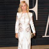 """Marie-Chantal feiert in ihren eleganten Looks in Hollywood mit. 2015 ist sie zu der Oscars-Party der """"Vanity Fair"""" eingeladen und steht hier nehmen Jennifer Aniston, Julianne Moore und Natalie Portman auf dem roten Teppich."""