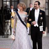 ... und noch ein Familienmitglied ist mit einem guten Modegeschmack gesegnet: Auch Prinzessin Tatiana - gebürtig Blatnik - kann ihre Garderobe definitiv sehen lassen. Bei der Hochzeit von Prinz Carl Philip und Prinzessin Sofia in Schweden besticht sie in einem zauberhaften Ballkleid mit Bardot-Ausschnitt.