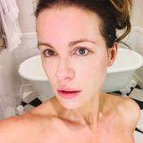 Kate Beckinsalebegeistert stets mit einem eleganten Auftritt auf denRed Carpets dieser Welt, aber sie ist auch komplett ungeschminkt eine echte Schönheit. Diesen schönenSchnappschuss sendet die Schauspielerin direkt aus dem Badezimmer und beweist: Es geht nichts über natürliche Schönheit.