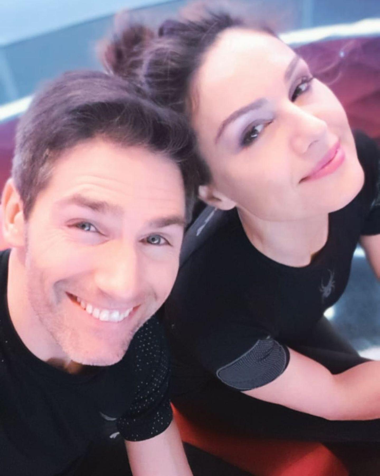 Moderatorin Nazan Eckes und ihr Profi-Tanzpartner Christian Polanc posten ein harmonisches Team-Selfie auf Instagram. Sie freuen sich auf die dritte Live-Show heute Abend und sind – noch – tiefenentspannt.