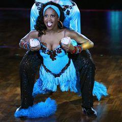 """Motsi Mabuse ist erstmals2007 bei """"Let's Dance"""" zu sehen, 2010 ertanzt sie sich mit RolfSchneider den fünften Platz. Von Anfang an ist sie mit viel Spaß und Elan dabei."""