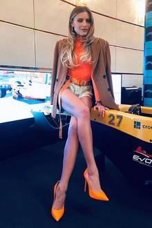 Auf einem weiteren Foto mit diesem sexy Look sehen Sophia Thomallas Beine sogar noch länger aus, dabei misst Sophia nur 1,70 Meter.