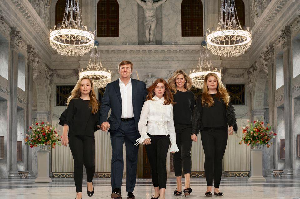 Willem-Alexander und Máxima mit ihren Töchter Amalia, Alexia und Ariane im königlichen Palast von Amsterdam