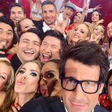 """Selfie Time mit Victoria Swarovski und Daniel Hartwich: Die gesamte """"Let's Dance"""" -Truppe erfreut uns mit diesem lustigen Gruppenfoto nach der Show. Jetzt geht das Training weiter für die nächste Runde."""