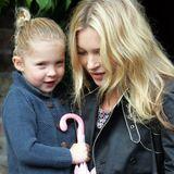 Supermodel Kate Moss wurde im September 2002 Mutter der süßen Lila Grace. So niedlich wie hier mit 4 Jahren ist si heute auch noch, aber nicht mehr ganz so lütt ...